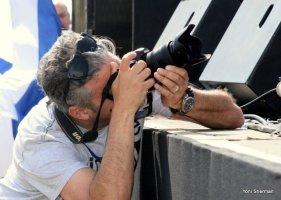 צלם בפעולה - צילום : יוני שרמן (C)