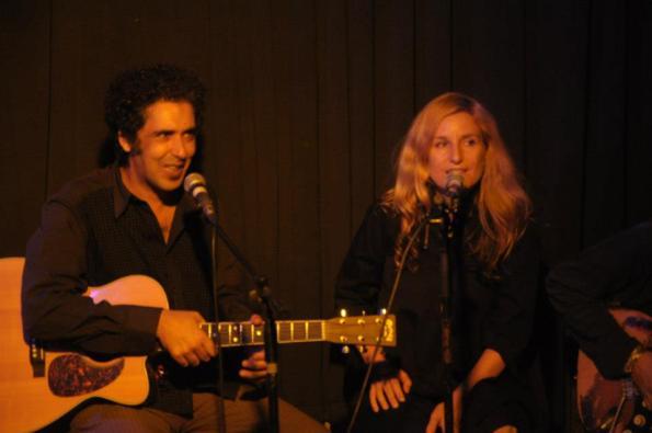 דפנה בר ציון ואילן בן עמי בהופעה משותפת. מתוך עמוד הפייסבוק שלה.