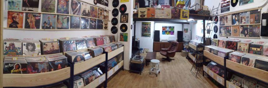 ביטניק חנות תקליטים, י.ל. פרץ. תמונת הפייסוש.