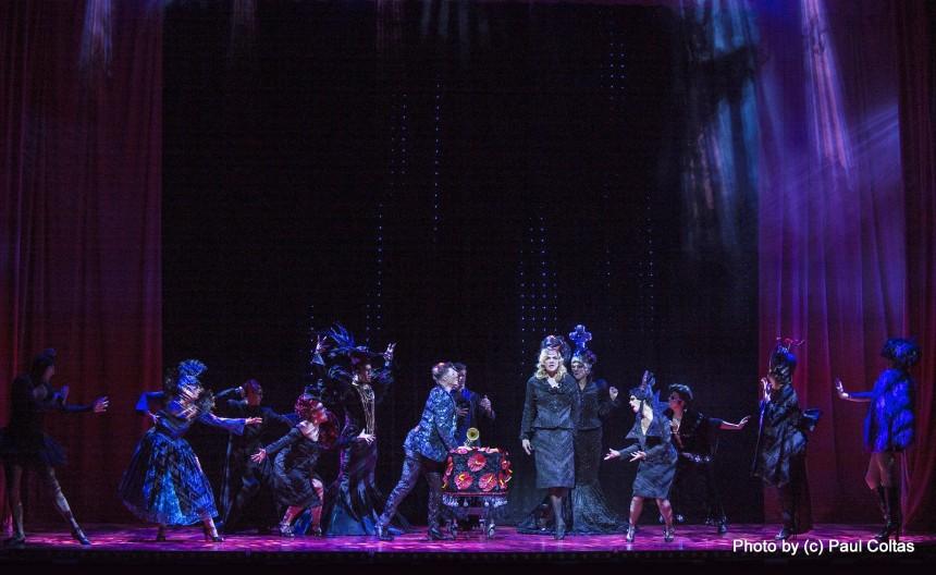 רוקדים ושרים, דונט ליב מי דיס ווי. צילום: פול קולטס