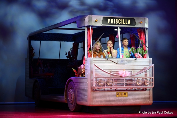 פריסיליה, האוטובוס. צילום: פול קולטס