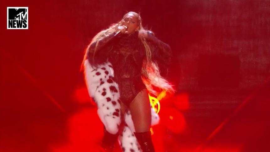 ביונסה ניצחה את כולם בטקס MTV. צילומסך