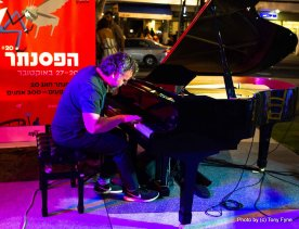 פסנתר בכיכר. צילום: טוני פיין