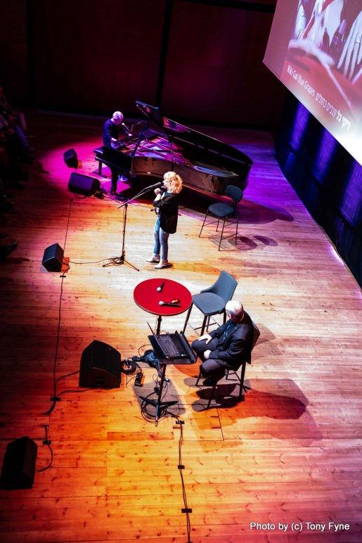 ריקי גל - מאחורי השירים עם יואב קוטנר. צילום טוני פיין